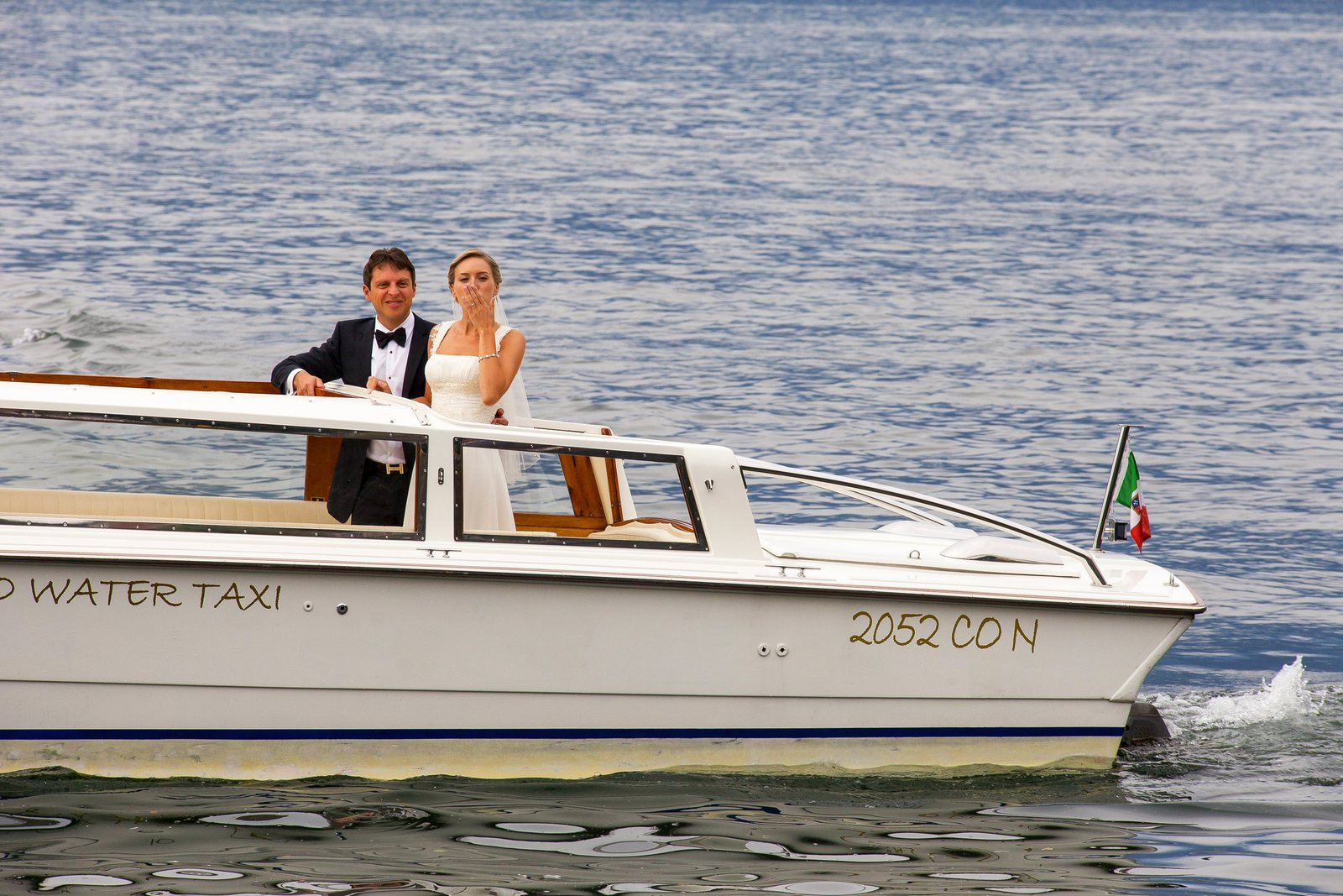 bride and groom in front of villa balbianello