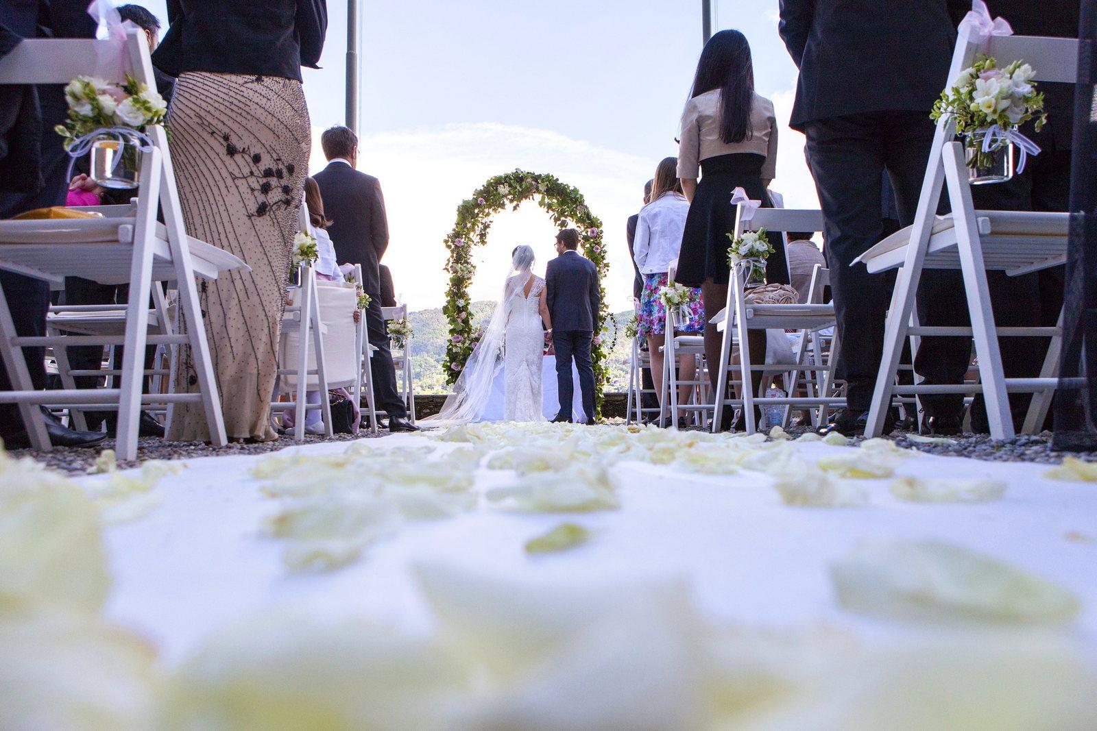 civil wedding ceremony in villa carlotta