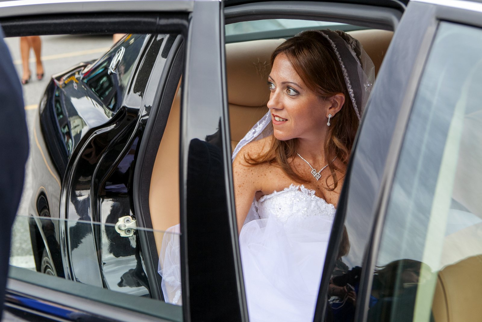 elegant bride arrives at the church on lake como