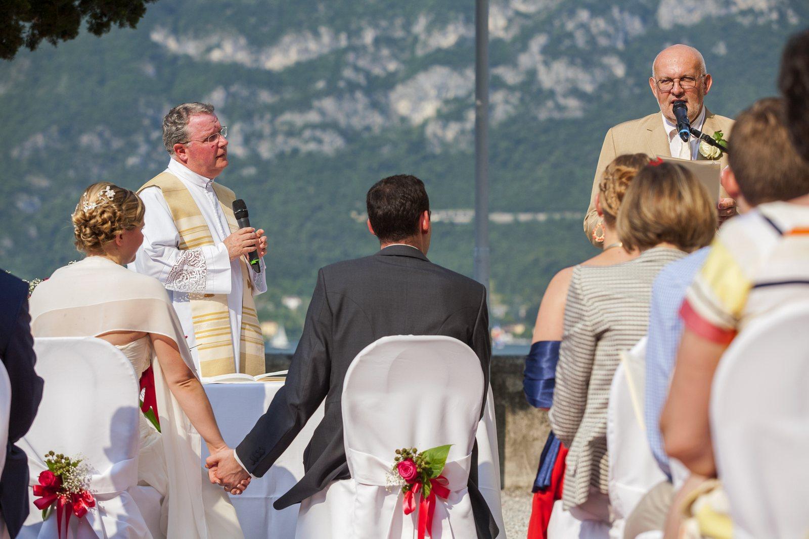 religious wedding ceremony in villa corte del lago