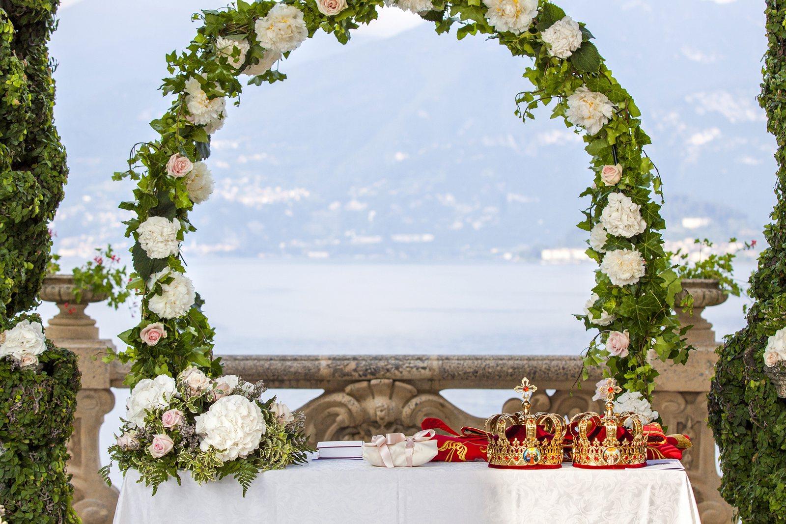 Flower arch in VIlla Balbianello