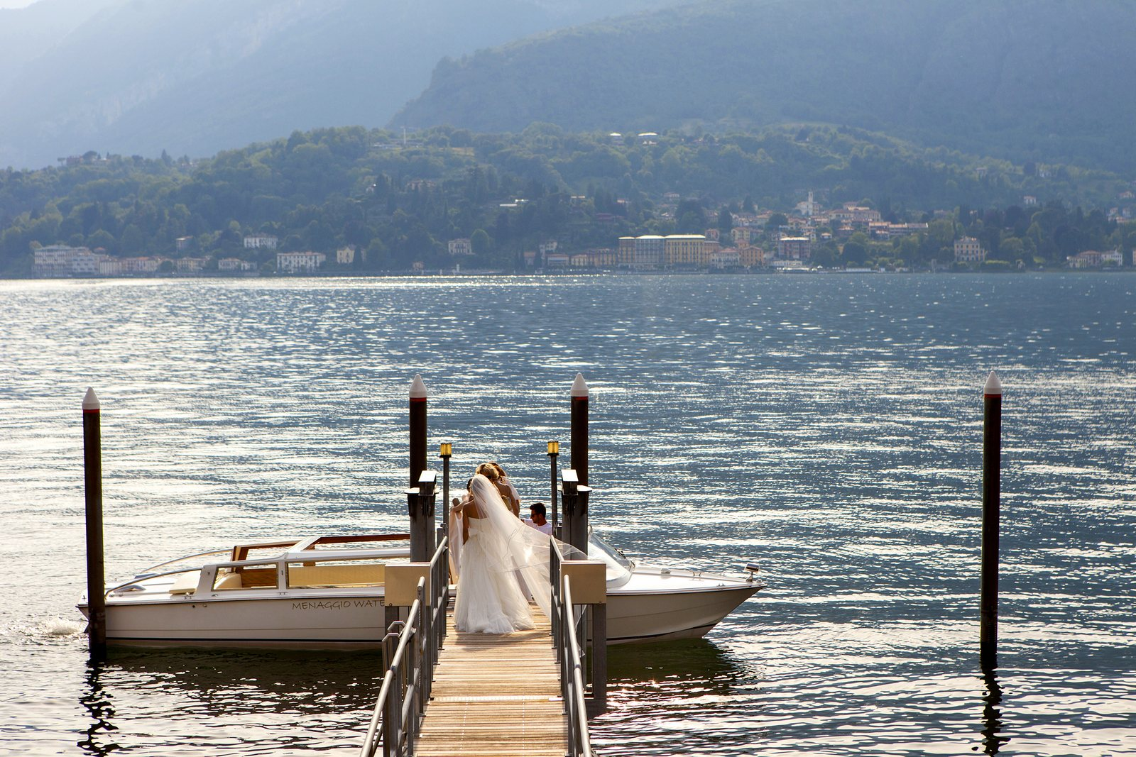 Bride takes water taxi to Villa Balbianello
