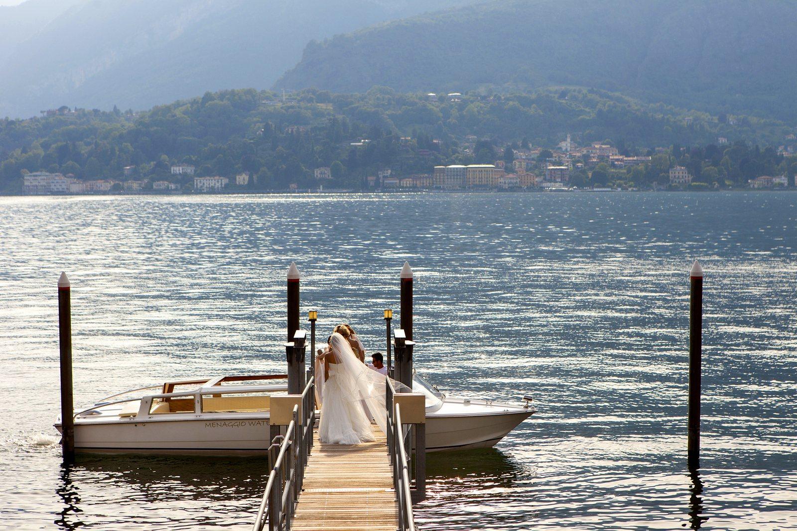 Bride takes water taxi to Villa Balbianello