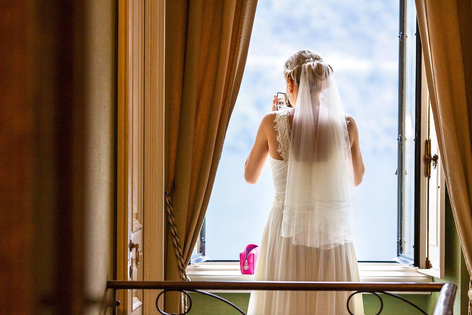 bride in villa balbianello