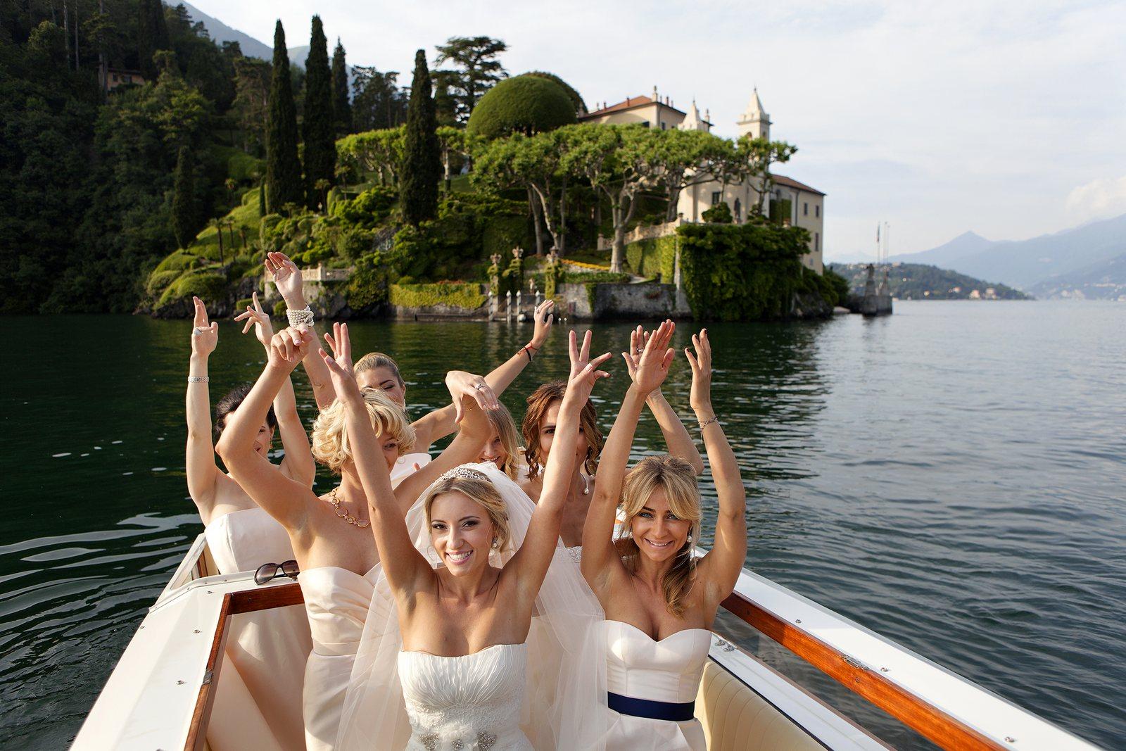 bride and bridesmaids in front of Villa Balbianello