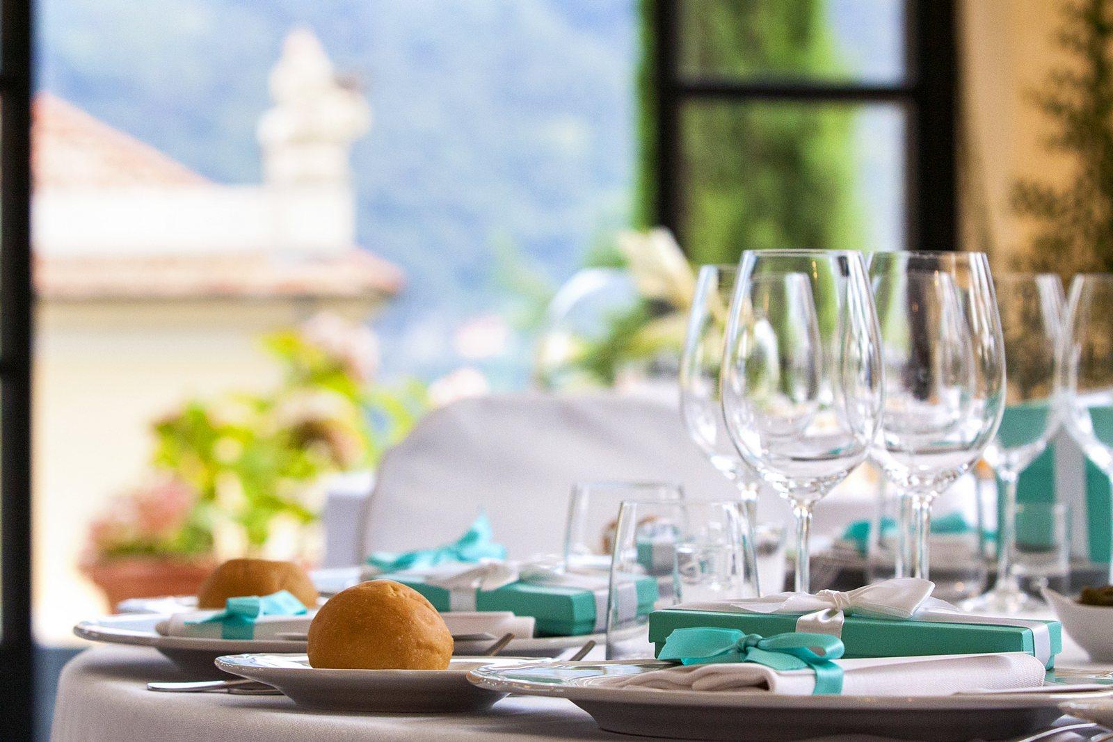 tiffany wedding souvenirs in villa balbianello