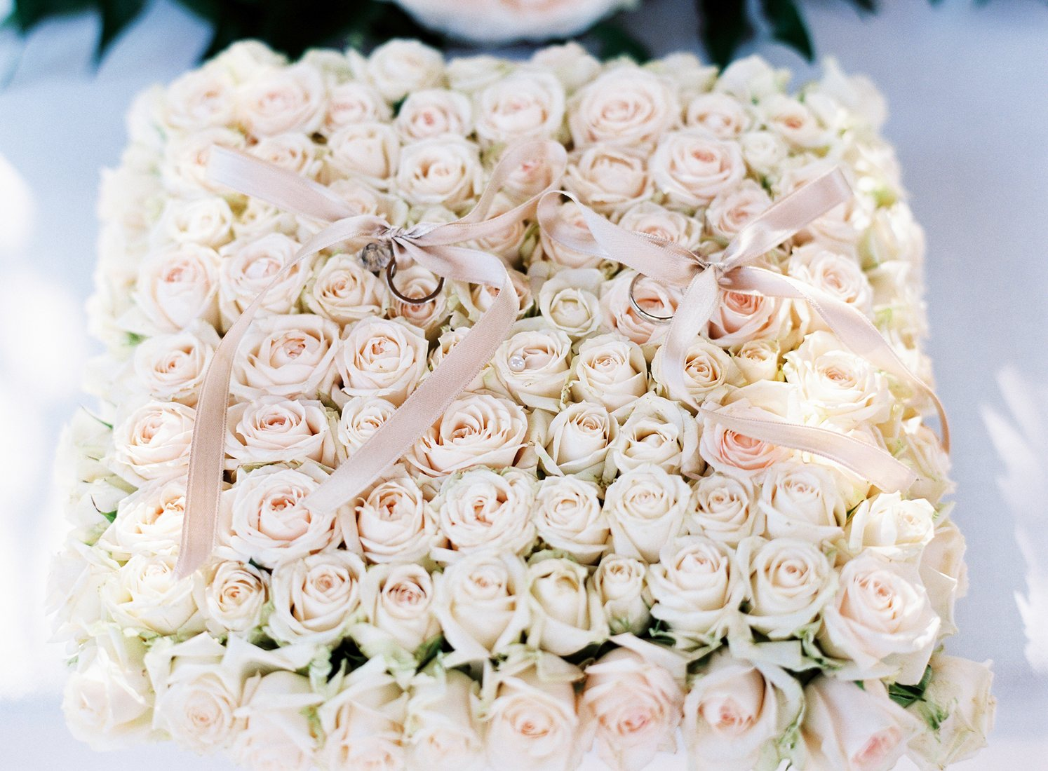 bed of roses for wedding rings on lake como