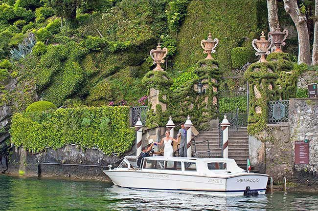 Wedding on Lake Como with the boat in Villa Balbianello